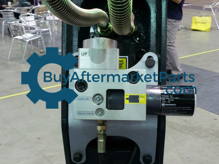 Auto grease pump for hydraulic hammer